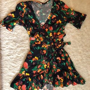 Short flower print wrap dress